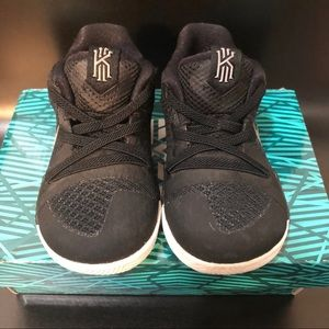 Nike Kyrie 3 (TD) Shoes 5C in Black and Silver